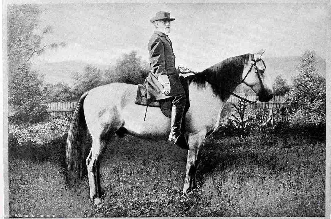 A black and white portrait of Robert E. Lee on a horse